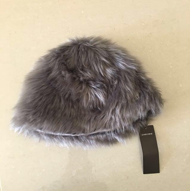 ASOS Pieces Grey Fake Fur Fane Hat Size M/L
