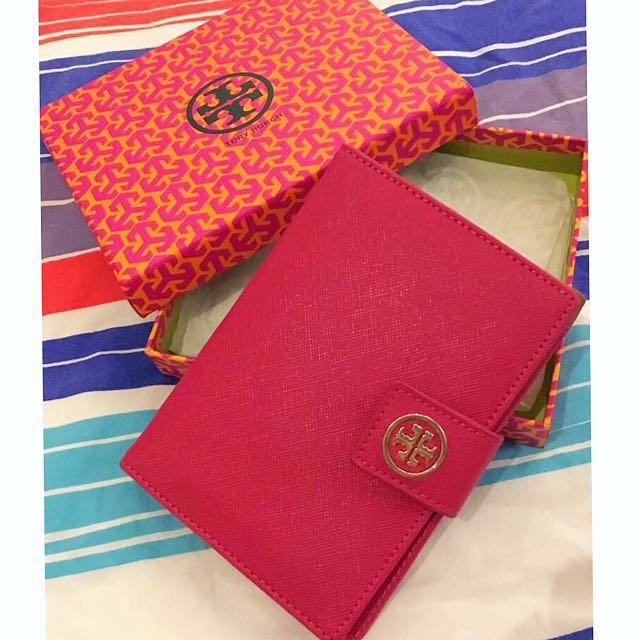 AUTHENTIC TORY BURCH Leather Passport Holder