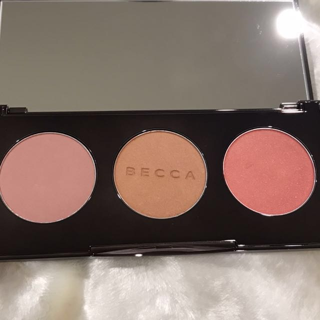 BECCA BLUSHED WITH LIGHT TRIO PALETTE 13.1g