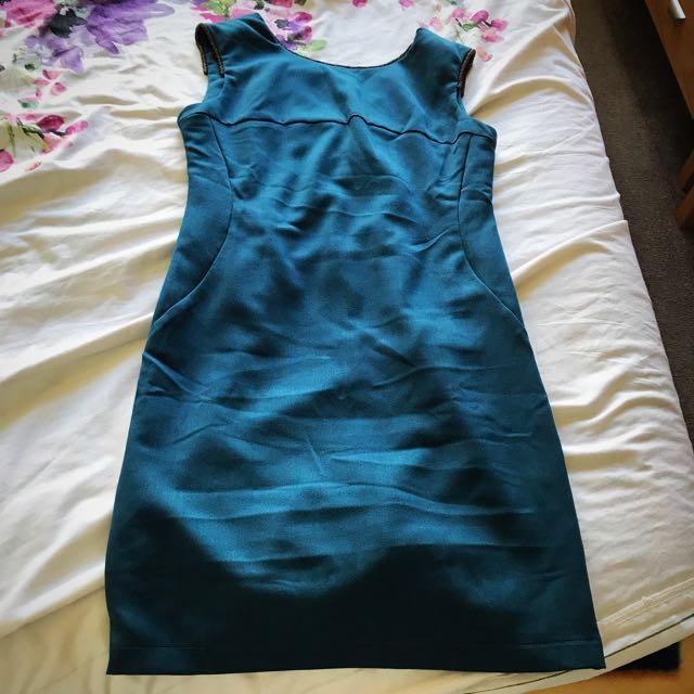 Green dress Mirrou