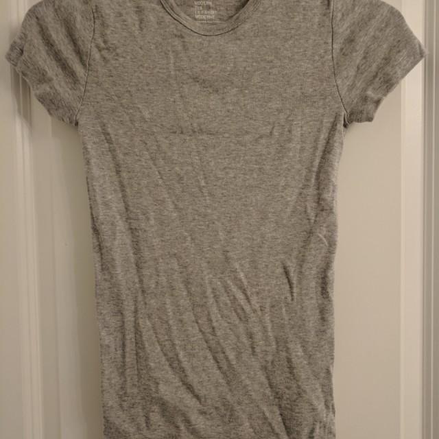 Grey gap shirt (retails $20)