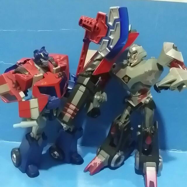 Hasbro transformers animated battle begins optimus prime - Transformers cartoon optimus prime vs megatron ...