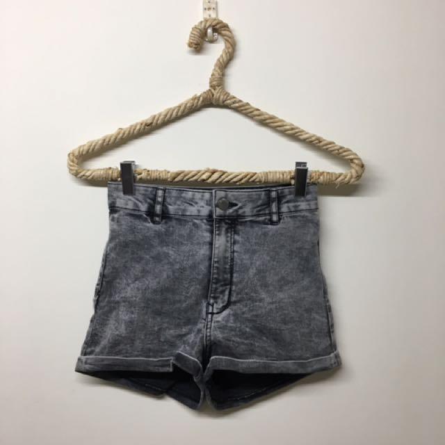 H&M牛仔反摺短褲s