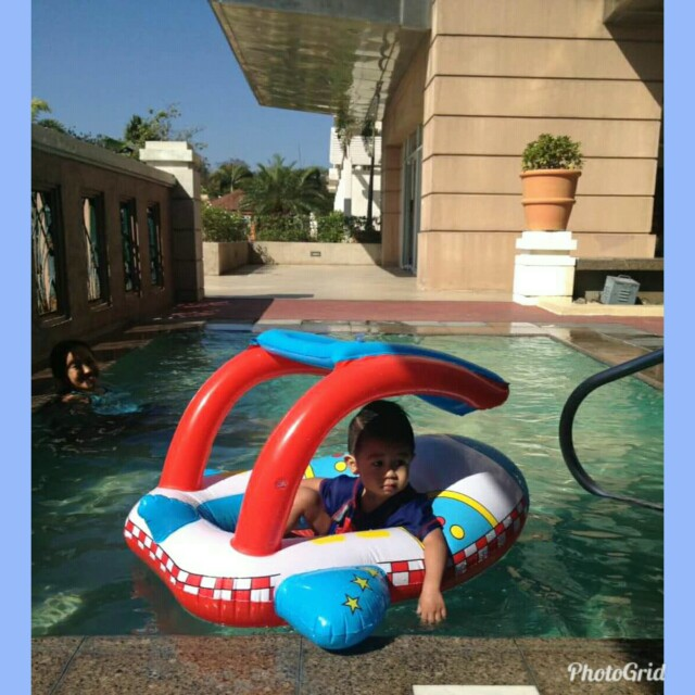 Inflatable floating ship for baby