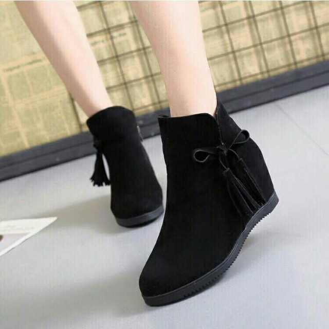 Looking for Korean wedge boots