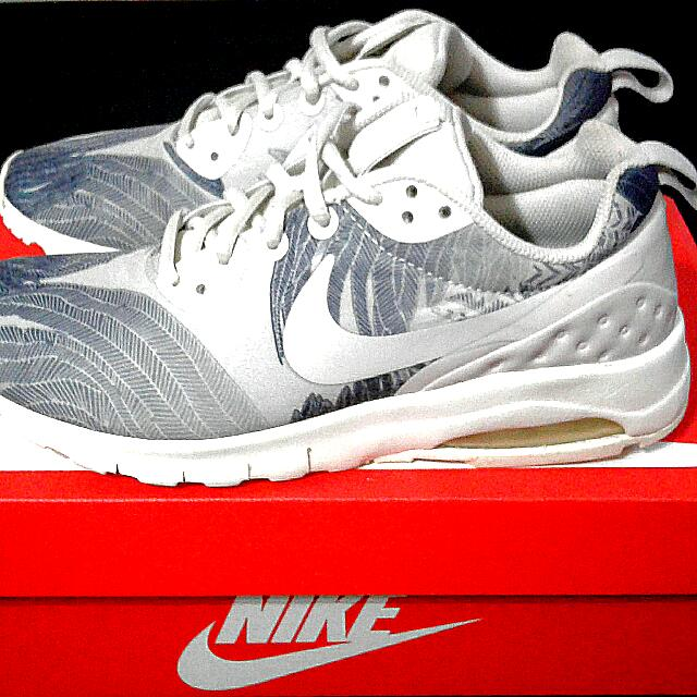 75039f378c Nike Air Max Motion LW Print, Women's Fashion, Shoes on Carousell