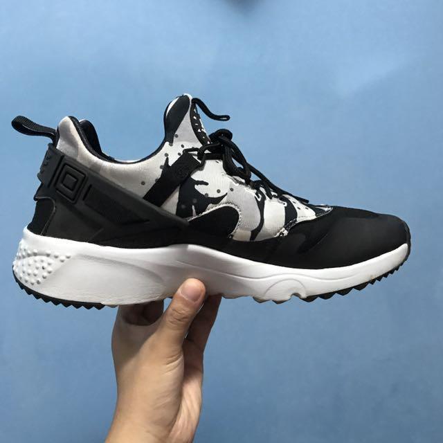 Nike Huaraches Utility 黑白配色加持迷彩 9.5號