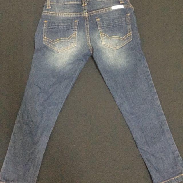 prrloved pants fits 4-6 yo
