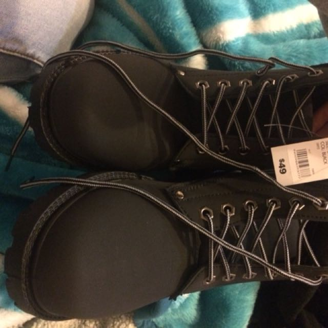 Rivet boots size 6