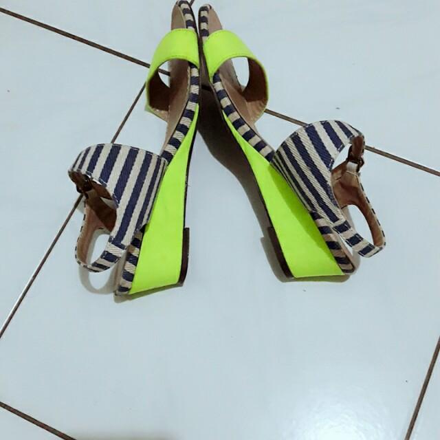 Sepatu cantik...