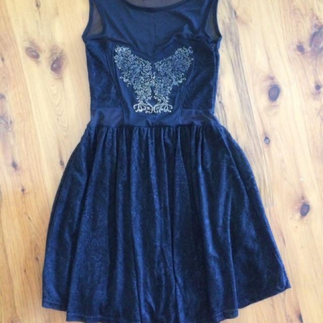 Size 6 Boohoo black dress