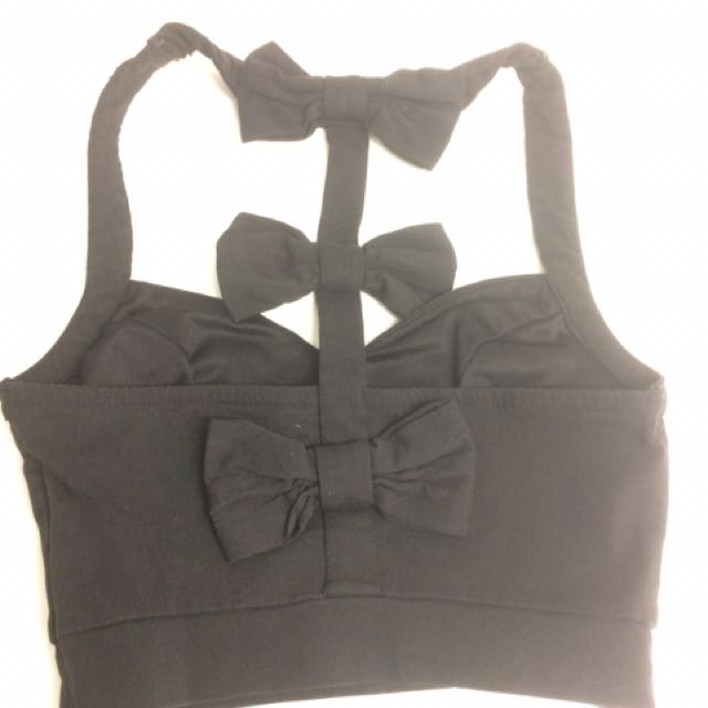Size 8 Crop with bows