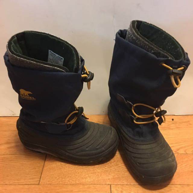Sorel waterproof winter boot grade school kid USA size 2