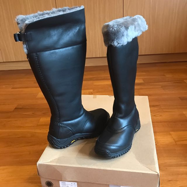 9909ab0e1a7 UGG W Miko Winter Boots -Black, Women's Fashion, Shoes on Carousell