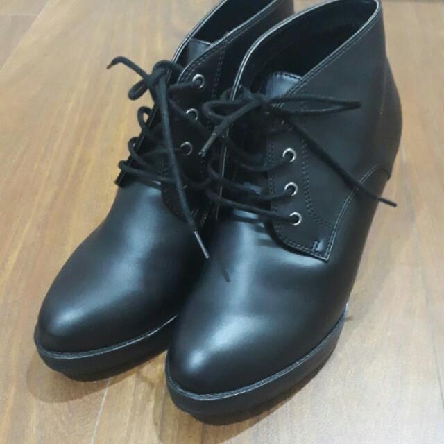 Uniqlo日本製黑色高細跟靴