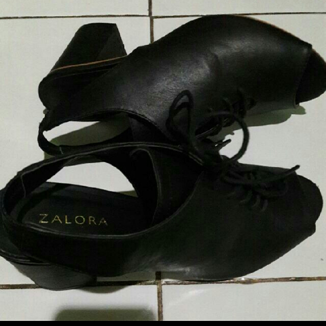 zalora sepatu size 37