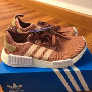 ADIDAS NMR R1 SALMON PEACH
