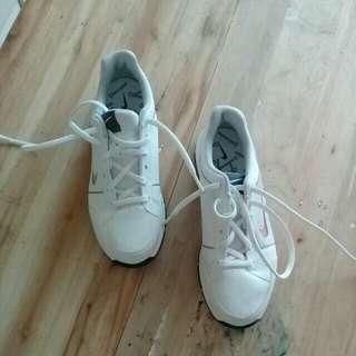 Nike kid's white golf shoes
