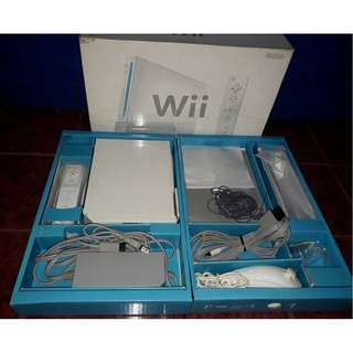Nintendo Wii Complete with Box and Manual (Soft modded)