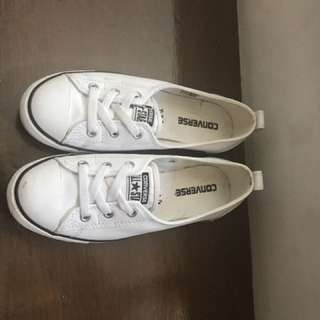 Converse size 7 value 3,500