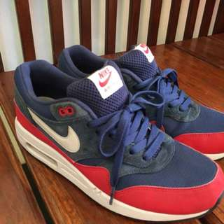 Air max 1 essesntial midnight navy/university red