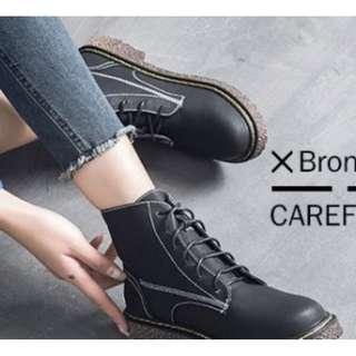 X-17732 冬季防滑馬丁靴女英倫風綁帶機車靴加绒短靴子休閒百搭平底鞋 Niou Clothing