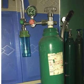 MEDICAL Oxygen Tanks, regulator and trolley