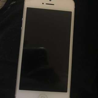 White iPhone 5 ~ 32GB ~ needs to be unlocked