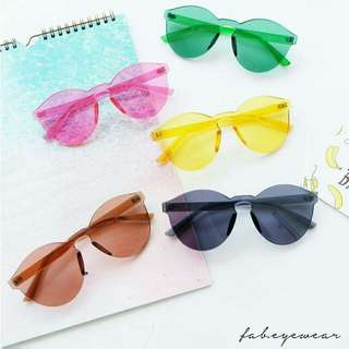 Kacamata pantai warna candy lucu
