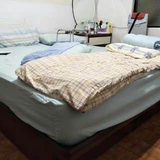 八成新美國king-size 上掀床床架 200*200公分