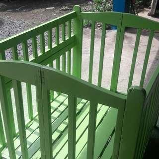 Baby wood crib
