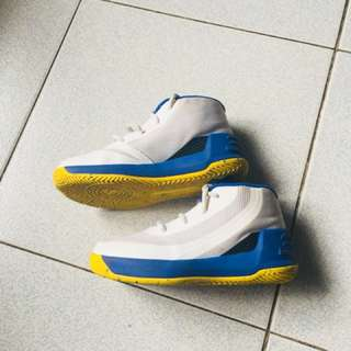 UA stephen curry 3 (from 2,500 to 1,800!)