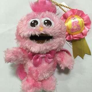 🚚 日本環球影城粉紅Moppy 5週年限定皇冠吊飾