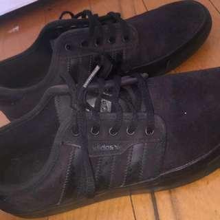 Adidas black shoes 6-7