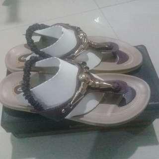 Sandal carvil