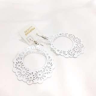 White lace round circle dangle earrings #semuaRM5