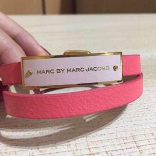 MARC BY MARC JACOBS金色飾牌粉紅皮革手環