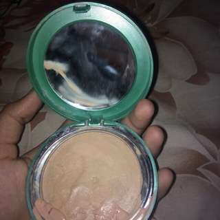 .Foundation Wardah Exclusive Creamy