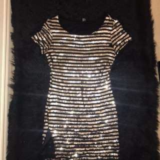 Short Sleeve Shiny Dress With a Slit