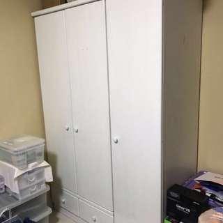 Wardrobe cardboard with safe lock