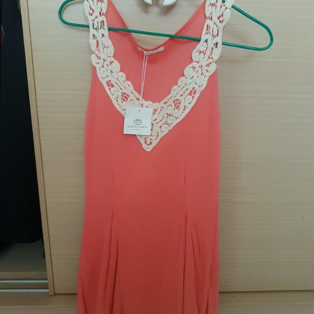 橘色胸前蕾絲造型洋裝