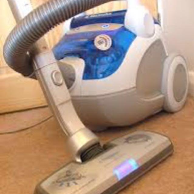 除塵蟎 殺塵蟎 原價26000 Electrolux 伊萊克斯 Z-8240 無袋式吸塵器九成新