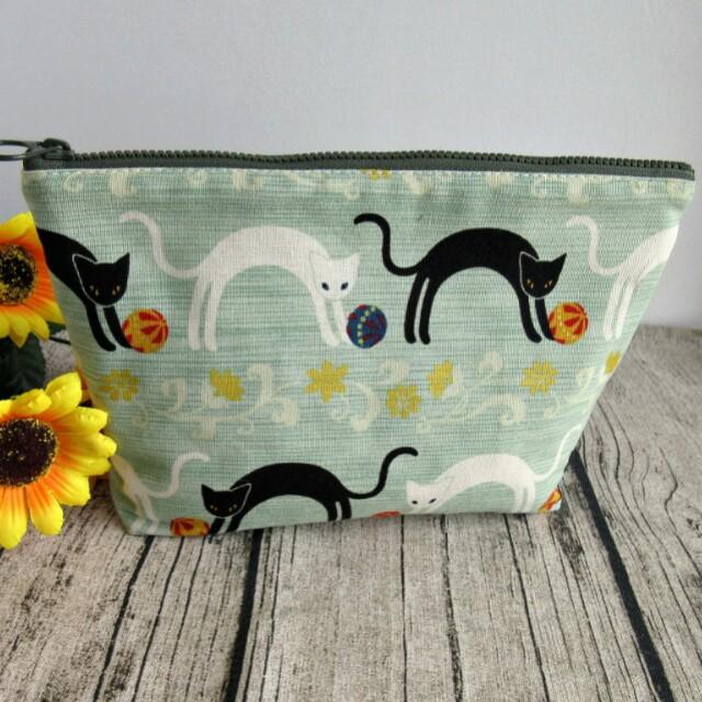 【壹柒柒巷】手作 化妝包 收納包 綠底貓繡球貓 萬用包 鑰匙包 手拿包 拉鍊包 大容量收納包