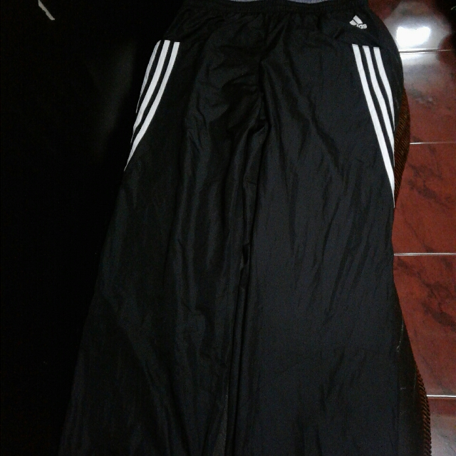 adidas pants used only once, in very good condition.