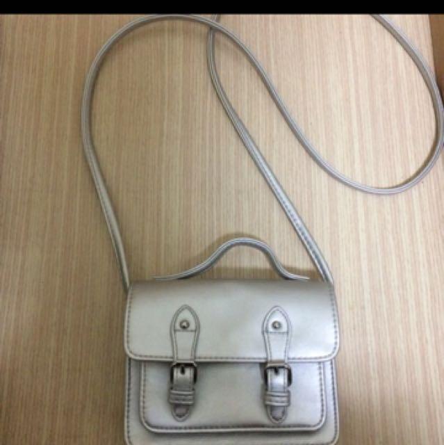 ASOS 銀色小側背包