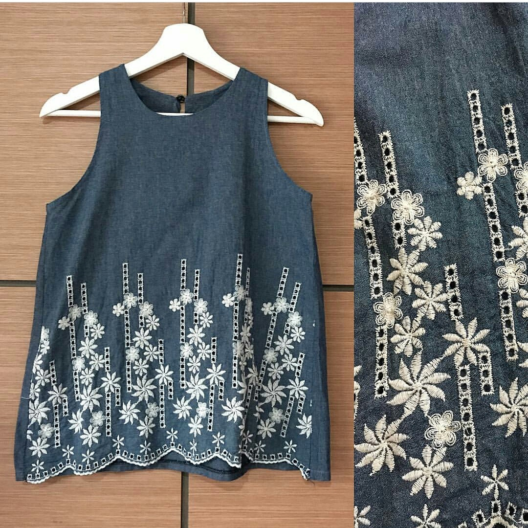 Embroidery denim blue top