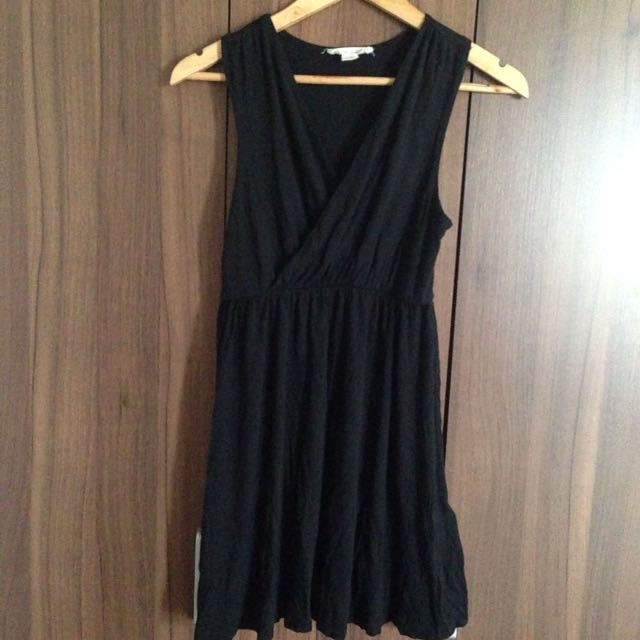 Forever 21 Essentials Black Dress