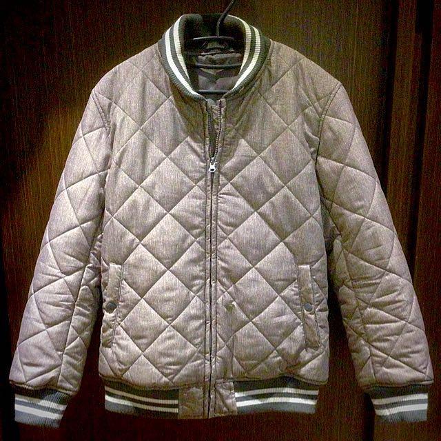GU 菱格紋棒球外套
