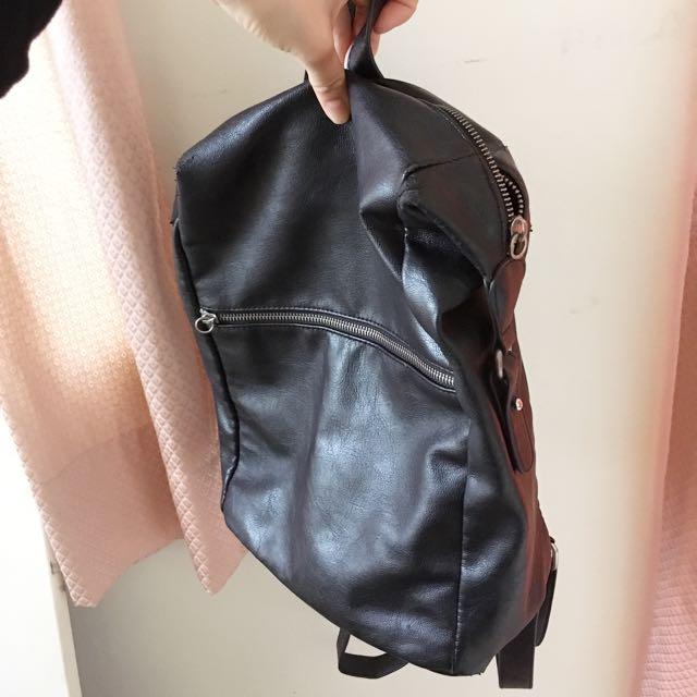 Monki 黑色小後背包