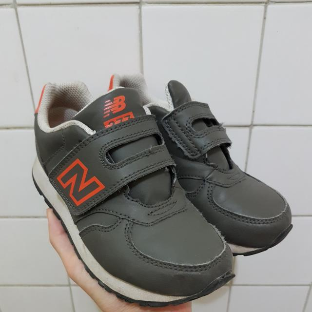 NEW BALANCE unisex kids sneakers fits US11 fits 4-5YO good condition rubber shoes
